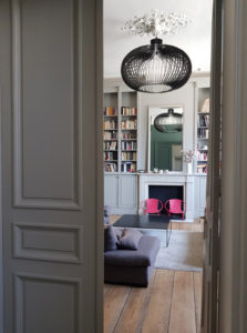 lustre en aluminium pour salon haut de plafond