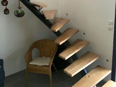 escalier moderne à limon central